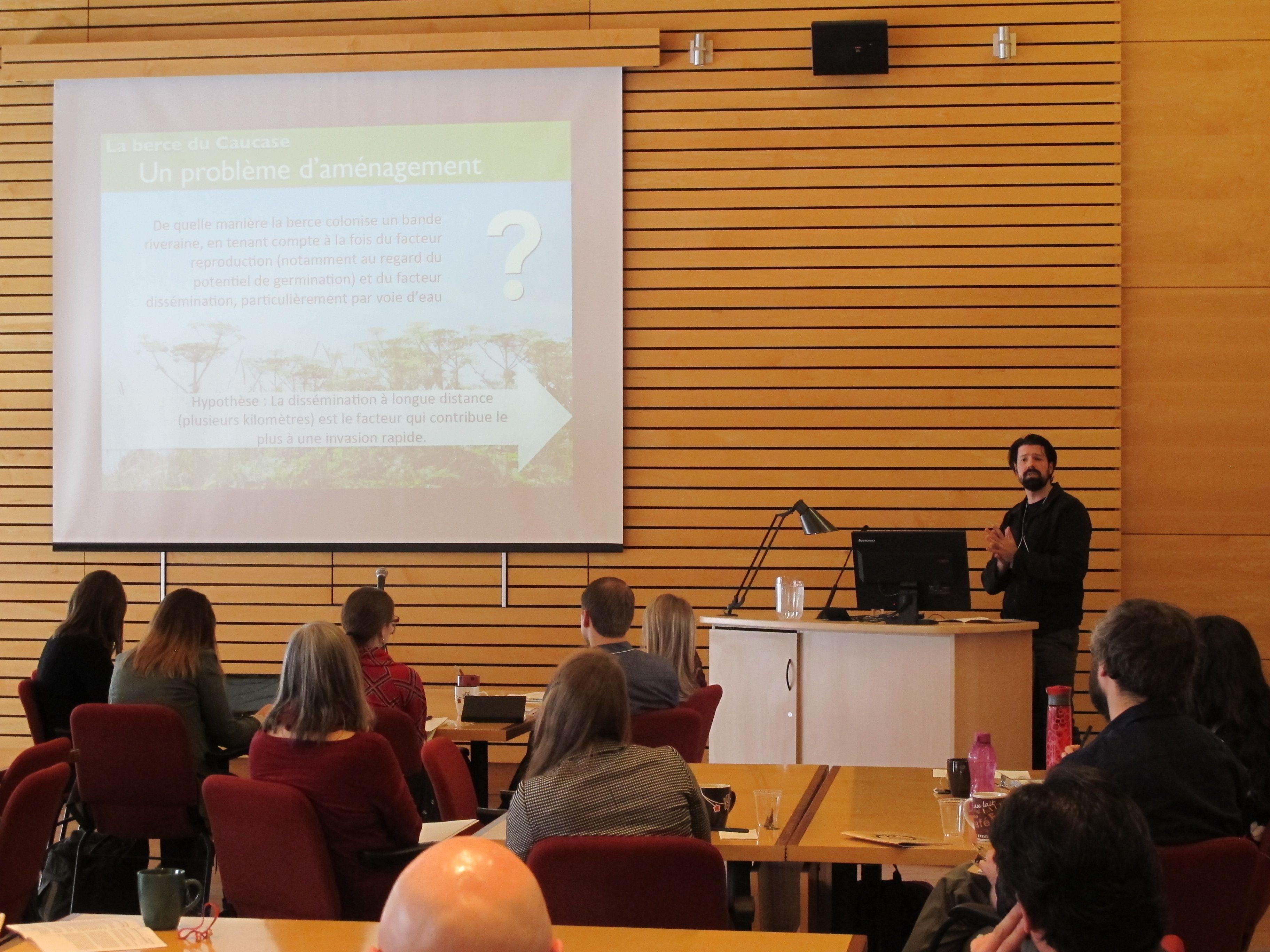 Nicolas Trottier présente sa communication lors du 21e Colloque étudiant multidisciplinaire du CRAD