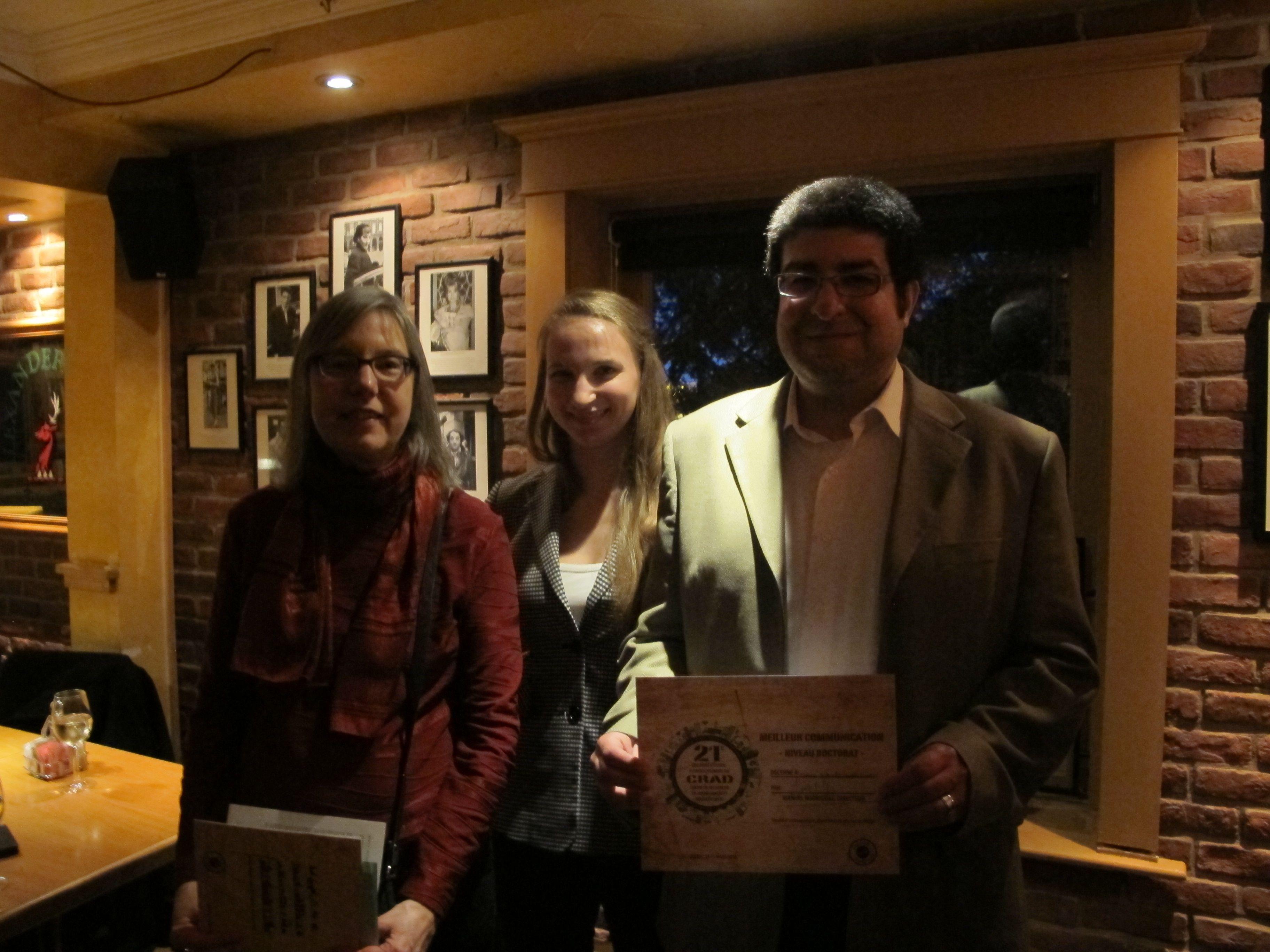 Marco Antonio López Castro accompagné par les professeures Andrée Fortin et Roxane Lavoie, membres du jury